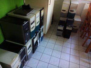 Mehrerer Computer in Peters Küche