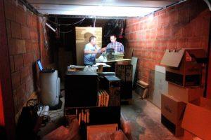 Zwei Helfer in Werners Garage